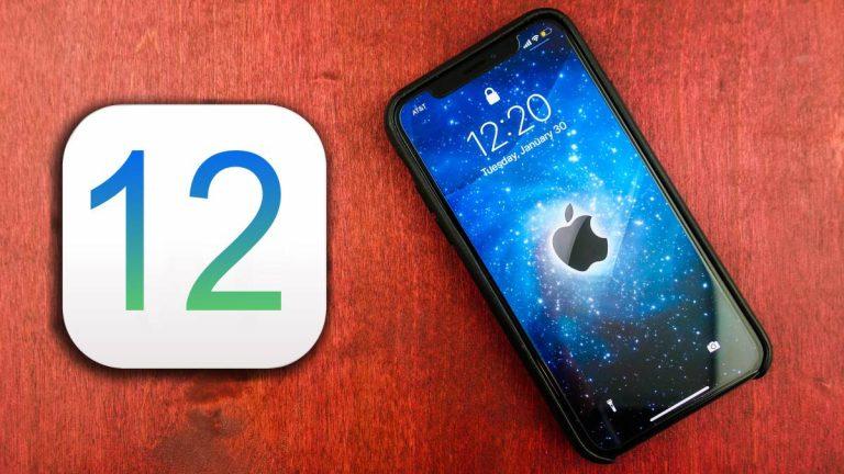iOS 12 junto a un iPhone