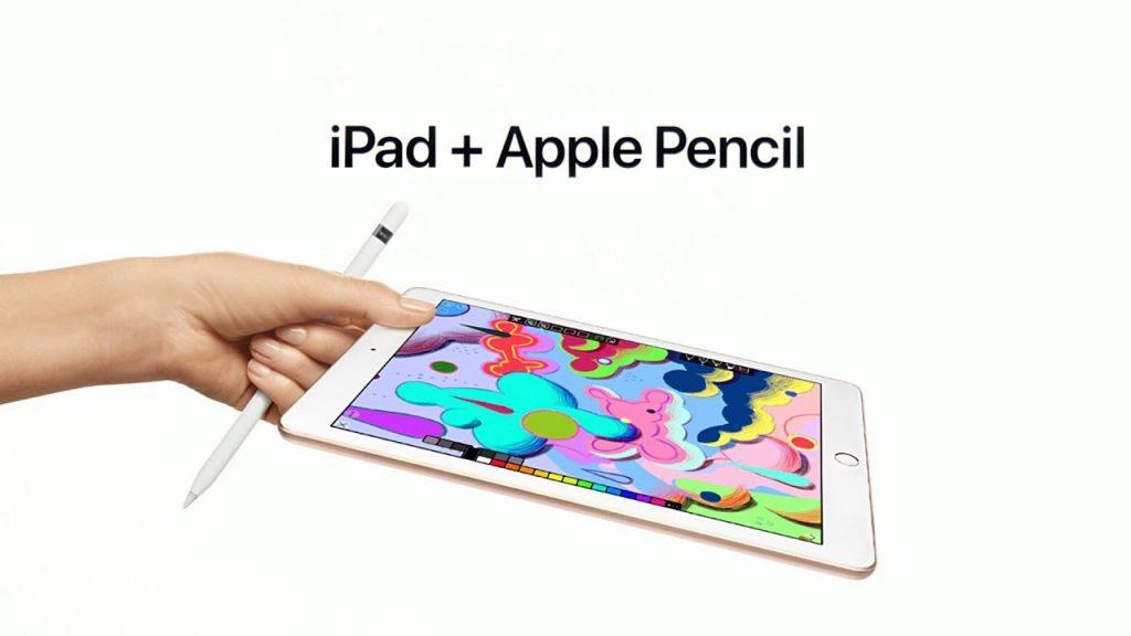 Tableta apple color blanco con una pluma, uno de sus aciertos en 2019