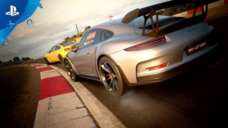 Auto gris dentro de Gran Turismo Sport