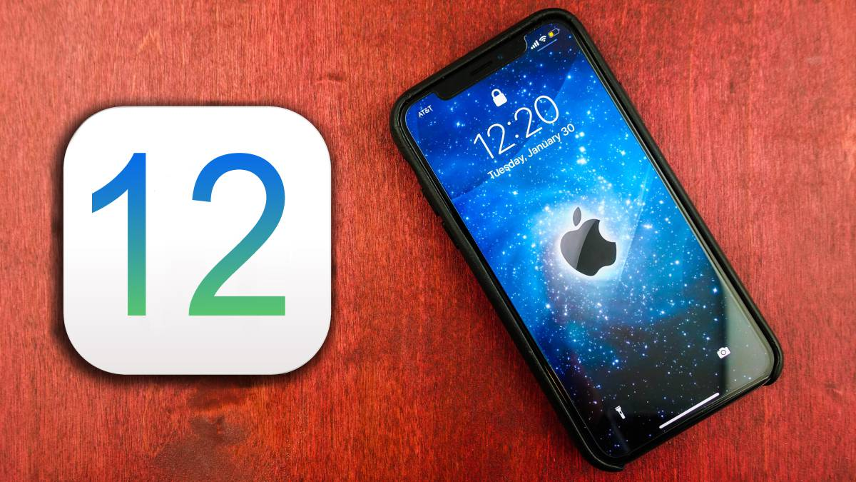 iOS 12 junto a un iPhone