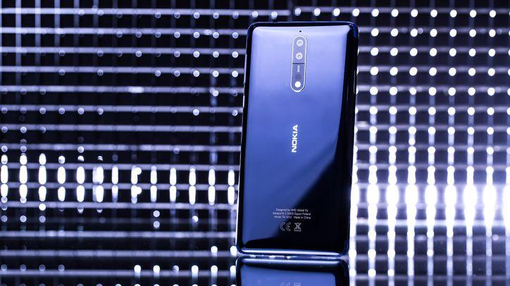 Celular negro de la marca Nokia