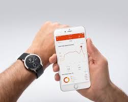 Reloj inteligente que mide la frecuencia cardíaca