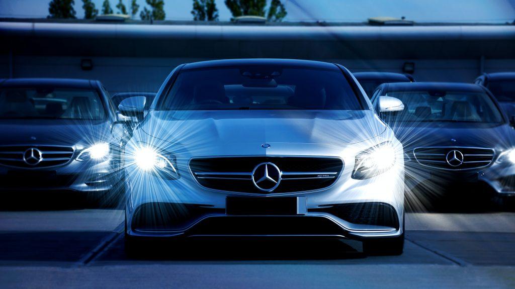 automóvil color blanco